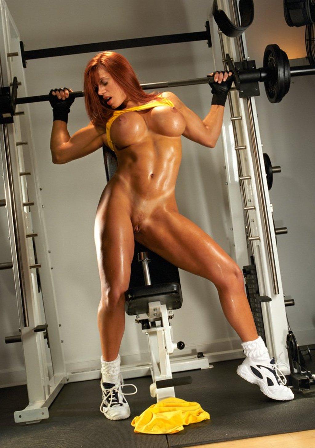 Без лифчика фитнес